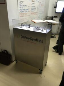 PMF-System_vitrine_Synthes